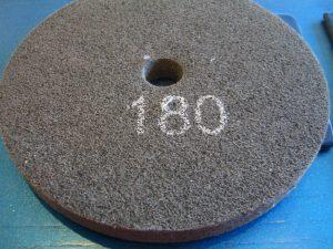 Schleiffließscheibe, Felgenpolierscheibe, Korn 180 für Felgenpoliermaschine,